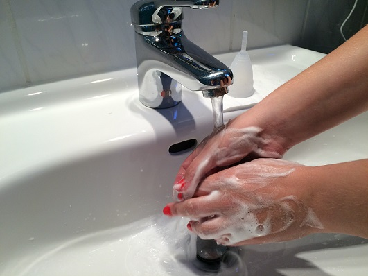 Entfernung der Menstruationstasse